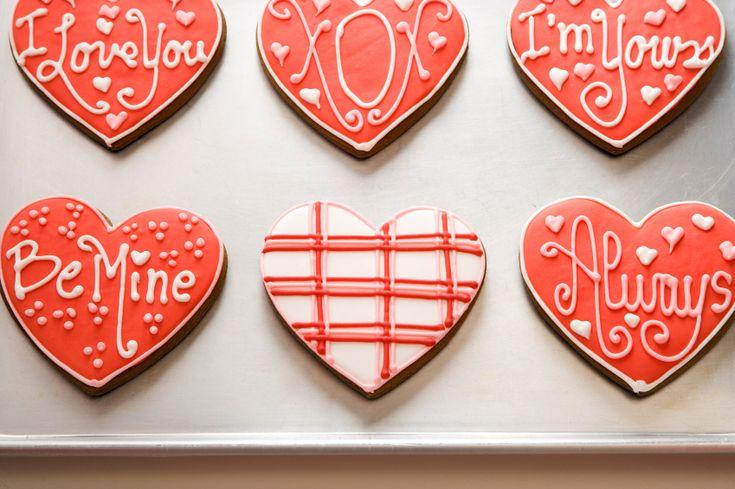 Ricas galletas de azúcar con un glaseado para San Valentin.