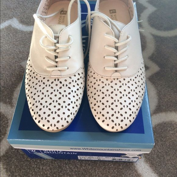 White Mountain shoes These are white mountain shoes and are genuine leather very cute with your favorite jeans make offers no trades White Mountains Shoes Flats & Loafers