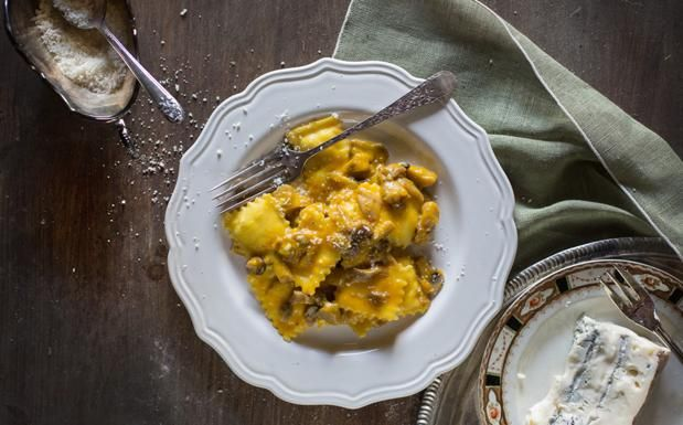 Ravioli with Cream of Pumpkin & Mushrooms | Ravioli con crema di zucca, funghi e formaggi by Hortus Natural Cooking