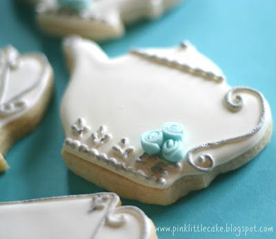 Pink Little Cake: Tea Pot Cookies-Using Luster Dust and Fondant Mini Roses