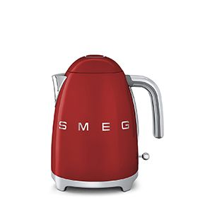Mit dem roten SMEG-Wasserkocher im 50er Jahre Stil steht das heiße Wasser für Tee und andere Aufgußgenüsse quasi immer schon bereit...