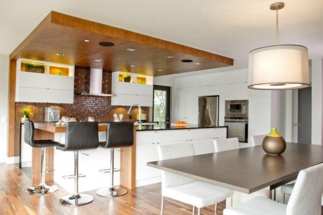 Nous retrouvons dans cette cuisine l agencement de 2 tons for Armoire de cuisine deux tons