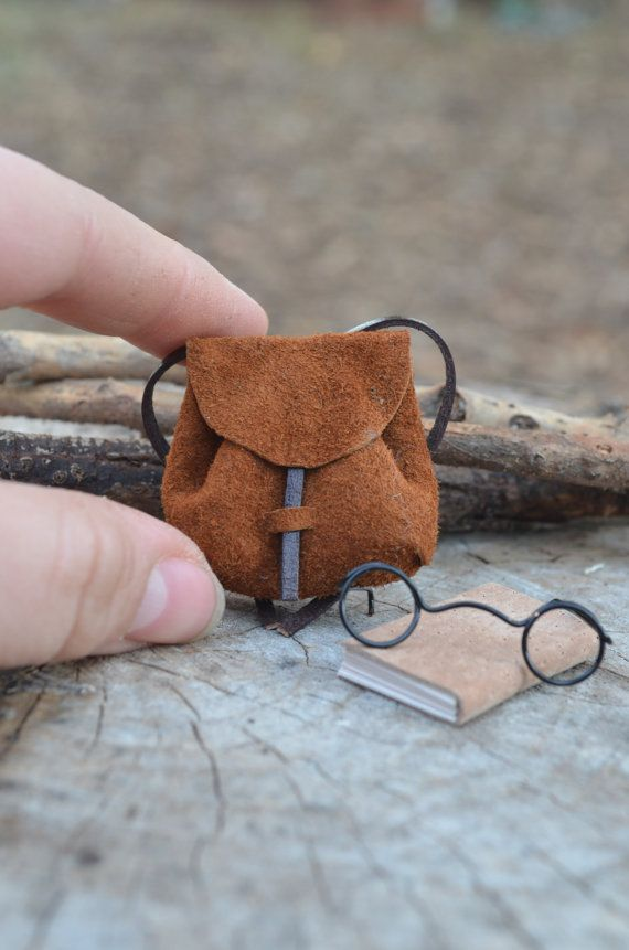 Einen Rucksack Brille und Buch auf Ihre Maus mit von feltingdreams, $5.00