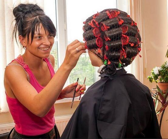 31 best coiffure peignoir et cape images on pinterest for Salon de coiffure sexy