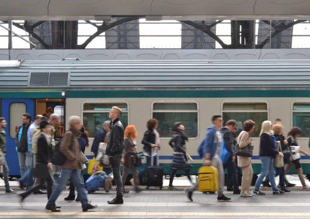 Treni, al via alle nuove tariffe pendolari da dicembre con il nuovo algoritmo, previsto un risparmio di 30 euro e rimborsi per chi ha pagato di più.