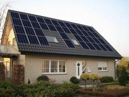 Un kit fotovoltaic excelent pentru locuinte cu etaj si gragradini,asigura inclusive iluminatul exterior si consumul pompelor pentru irigat spatiile verzi.