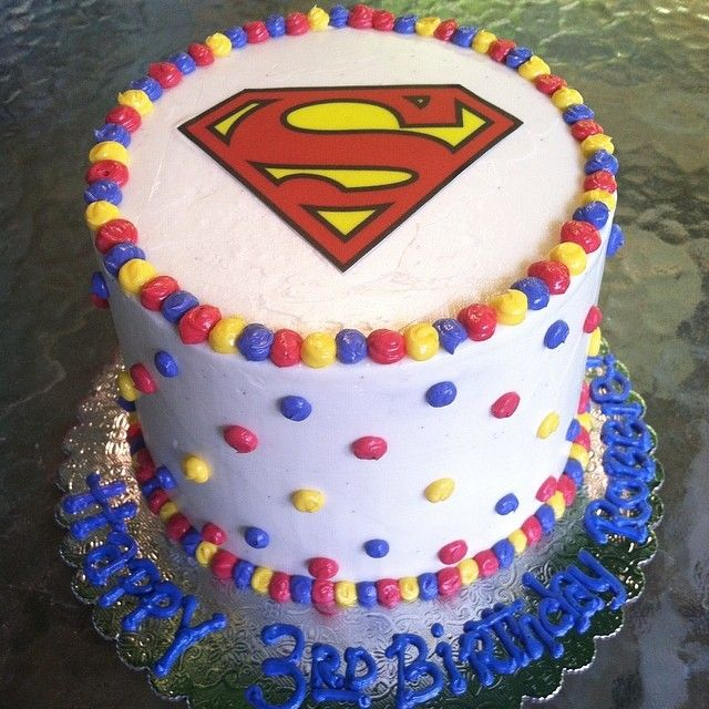 Mini Superman cake for @hey_girl_heeeey 's cutie pie son Robbie!