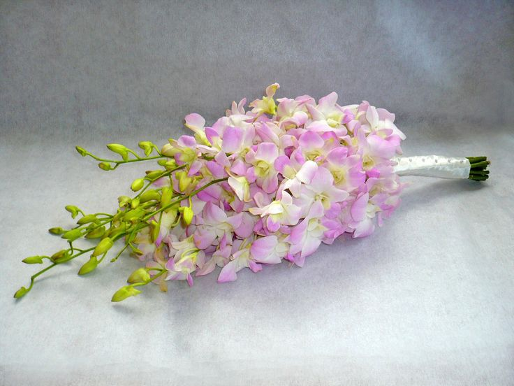 Spring Wedding Bouquets | Sweet pea flowers prefer cool temperatures.