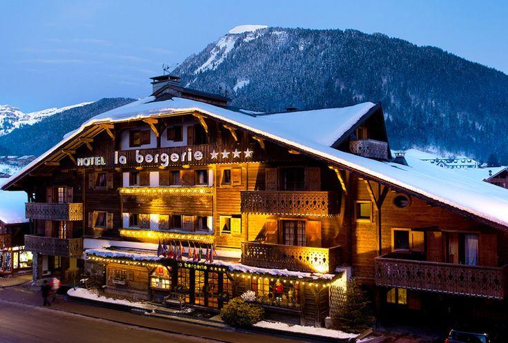 → Accueil | Hotel avec Piscine à Morzine | La Bergerie | Hôtel 4 étoiles de charme