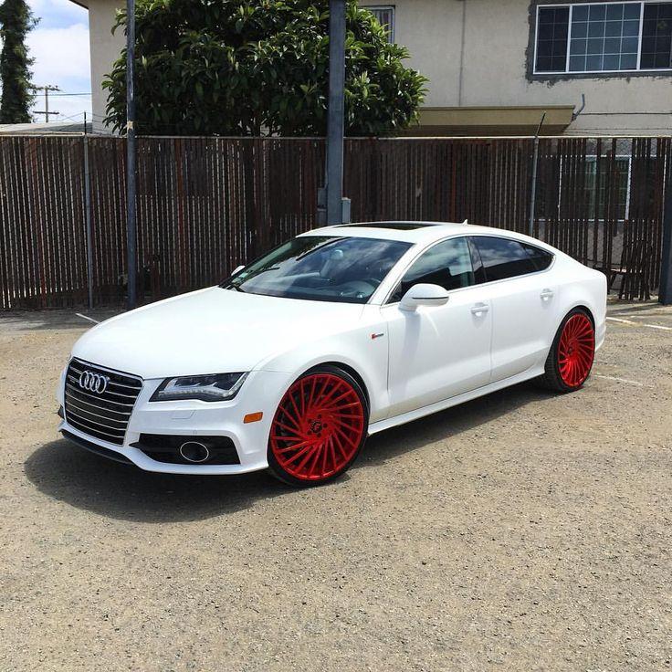 Audi A7 de color blanco, se ve hermoso