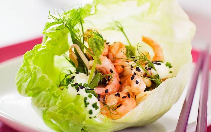 Räkor i salladsknyte med wasabikräm