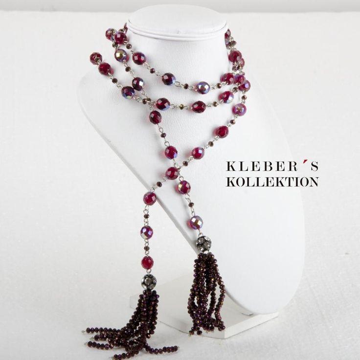 Desde los archivos de Kleber's Kollektion en este jueves del recuerdo hemos tenido diseños con tassel como este en cristales rojo burdeos estilo bufanda y borlas en cristales metálicos. Te gusta lo que ves?  Fotografía : @klebersoriano  Asistencia : @jjmuzo  be DIFFERENT choose an #KK #fashion #moda #tbt #throwbackThursday #bijoux #bisuteria #jewel #jewelry #crystals #necklace #publicidad #ads #designer #design #emprendedor #Ecuador #photography #Nikon