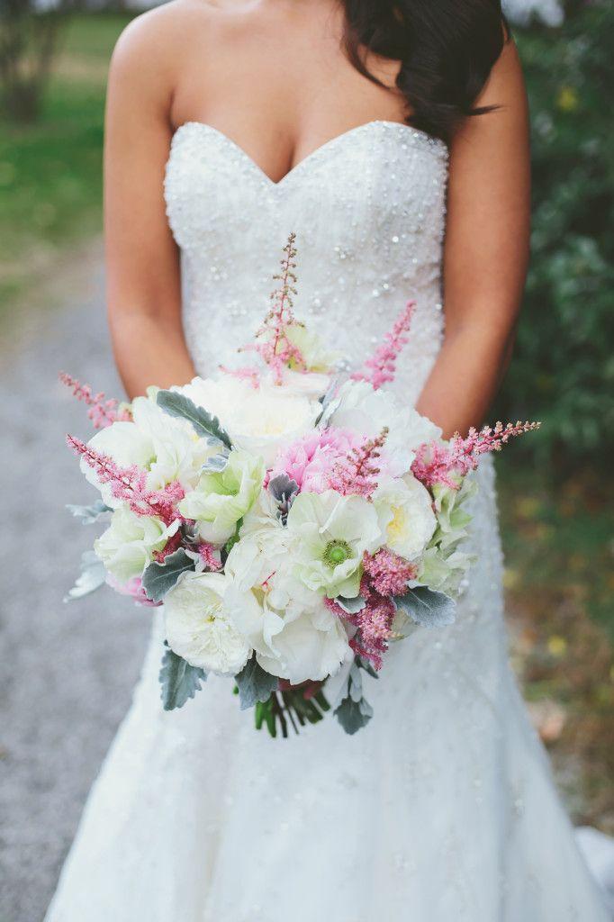 Abstrakter Blumenstrauß aus Weiß, Rosa und Grau von Branch Design Studio   – Pure Luxe Bride Bouquets
