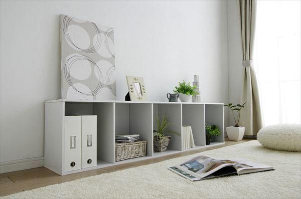小さいのにたっぷりと収納できるカラーボックスは収納家具としてはもちろん、アレンジやリメイクをすることで様々な場所に活用できるとても秀逸なアイテムです。リビング、寝室、子供部屋など場所を問わず活躍させているご家庭が急増中。リーズナブルで肩肘をはらずに使えるカラーボックスの魅力をご覧ください。