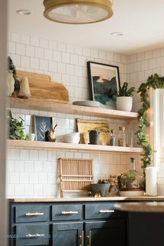 holiday home tour in this kitchen including how to decorate kitchen rh pinterest com