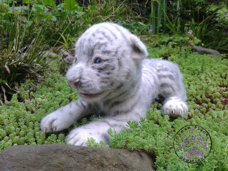 http://www.polandhanmade.pl/ #polandhandmade    #needlefelted #ooak Biały tygrys wykonany metodą filcowania.