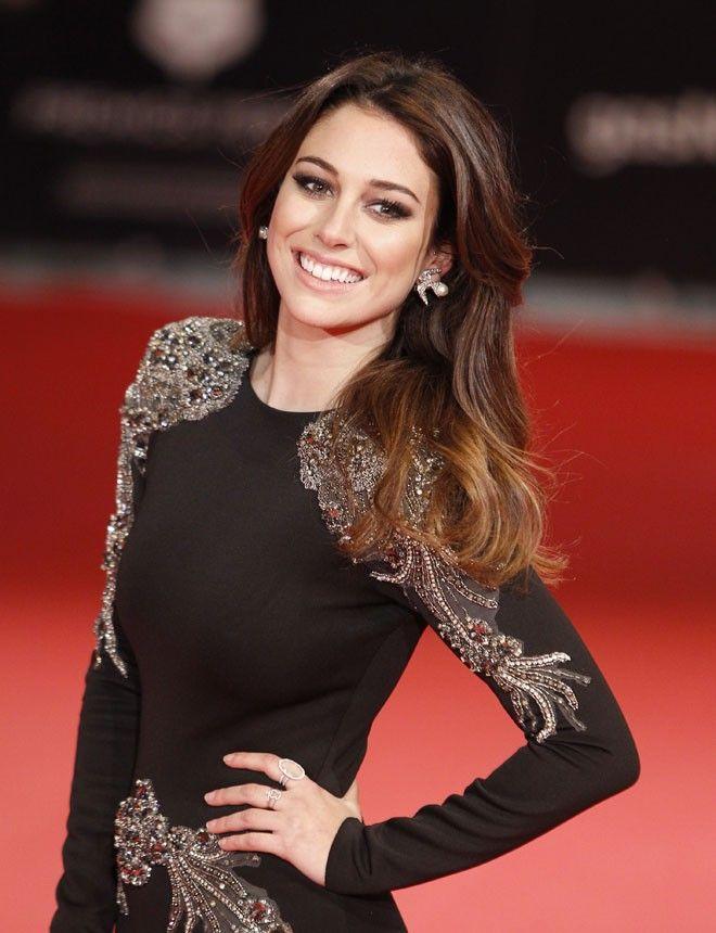 Las actrices españolas más elegantes del momento: http://www.marie-claire.es/moda/look/fotos/las-actrices-espanolas-mas-elegantes-premios-goya/blanca-suarez4-1