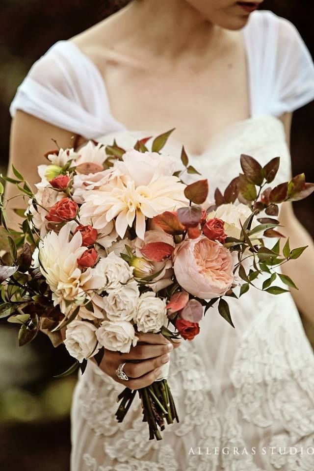 Dahlias - romantic and natural bouquet red red, ivory and blush colors for a vintage fall wedding.