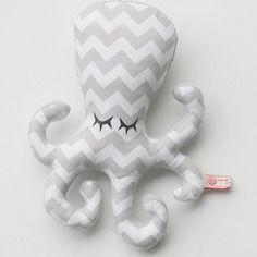 Peluche hochet pieuvre poulpy tons gris clair blanc à motifs graphiques chevrons style scandinave par rang'tachambre