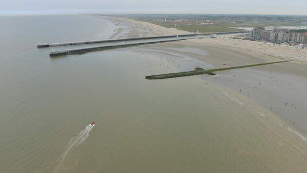 Op het strand van Nieuwpoort zijn twee lichamen aangespoeld. Het gaat om een oudere man en een vrouw. Beiden zouden verdronken zijn, weet VTM Nieuws. ...
