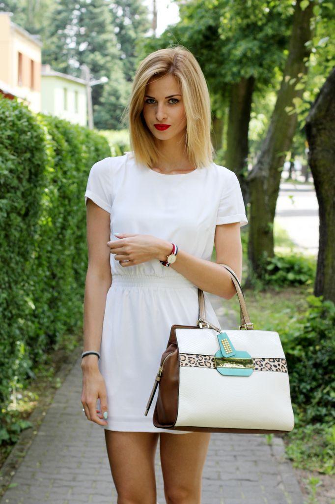 Polish fashion blogger Paula Jagodzińska from Beauty.Fashion.Shopping for Mulier Store wearing Daniel Wellington's THE CLASSY CAMBRIDGE watch