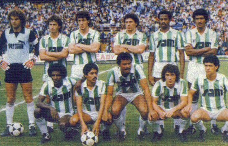 Luis Fernando Suárez (quarto da fila de cima a contar da esquerda) foi durante quase toda a carreira defesa do Atlético Nacional de Medellín DR