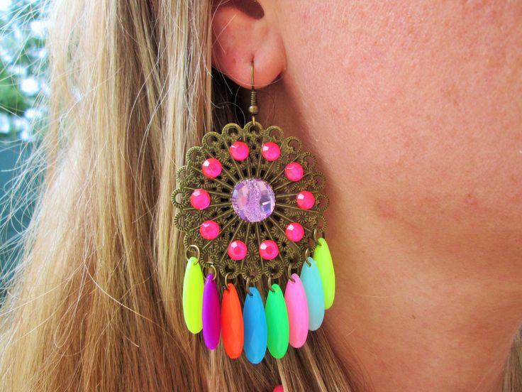 Boucles d'oreilles pendante bronze perles multicolore fluo et strass : Boucles d'oreille par perles-de-filles
