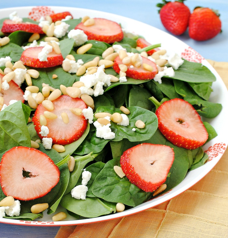Spinach Salad with Fresh Strawberries and Goat Cheese #glutenfree