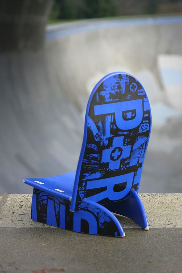 Una tabla de skate transformada en silla para niños: Skateboard Chairs, Kids Chairs, Cool Skateboard, Baby Decks, Skateboard Decks, Chairs Fashion, Skateboard Swing, Decks Chairs, Skating Decks