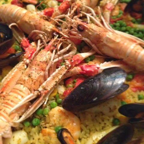 La paella ha il sapore delle vacanze. Soprattutto quella di pesce che ho molto apprezzato più nei Paesi Baschi francesi che in Spagna. Sfo...