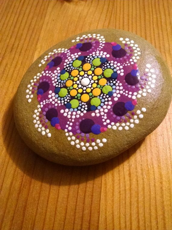 Painted Rocks ~Pinwheel on Purple~ Colorful Dot Art Mandala ~ Painted Beach Stones~ Home Decor ~ Ornament                                                                                                                                                                                 Más