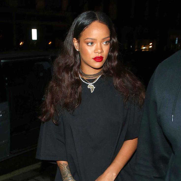 Les belles boucles lâches de Rihanna