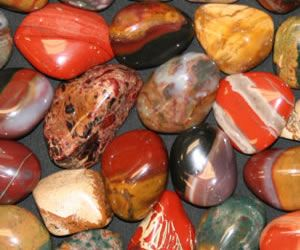 The Difference Between Agate, Jasper and Chalcedony