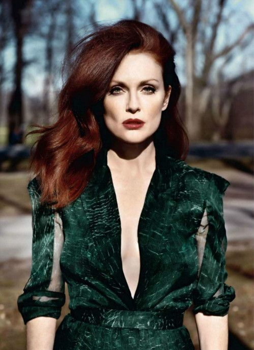 Grün ist die perfekte Farbe für alle Rothaarigen - wie Julianne Moore wunderhübsch beweist #juliannemoore #greenfashion