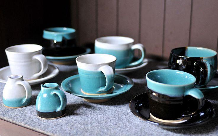 [写真] 因州 中井窯 - ブルーと、白や黒のコントラストが美しい陶器