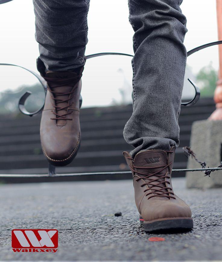 Semakin percaya diri dengan sepatu kulit wakxey SB-014 Brown