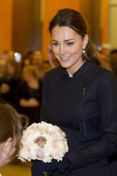 Kate Middleton Photos - Kate Middleton Visits Canary Wharf - Zimbio