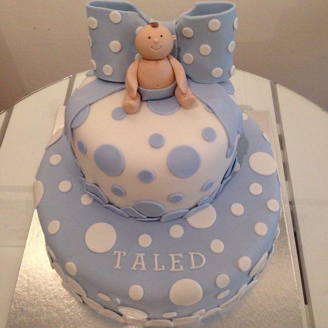 Sötaste  #cake #tårta #dop #christening #birthday #party #fest #våningstårta #tiercake #prickig #polkadot #blue #boy #pokje #homemade #hembakat #handmade #sockerpasta #wiltoncakes #baklycka