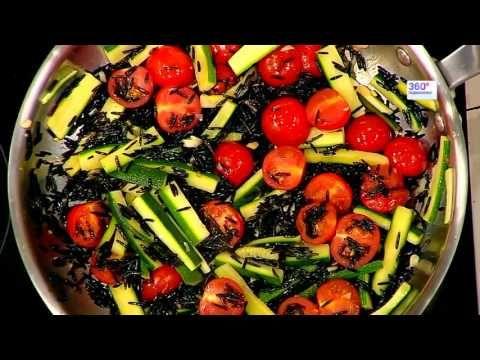 Экзотический ужин за полчаса: черный рис с тунцом и базиликом | Телеканал 360