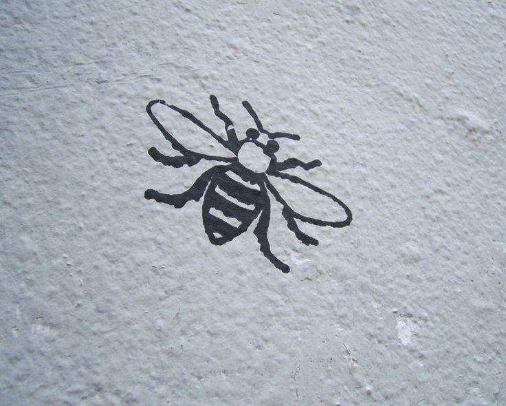 Manchester bee graffiti.   Tattoodles   Bee tattoo, Bee ...