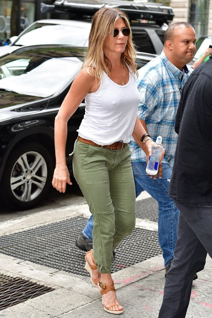 Jennifer Aniston Knew These Were the Shoes of Summer, So She Bought 'Em in 2 Colors