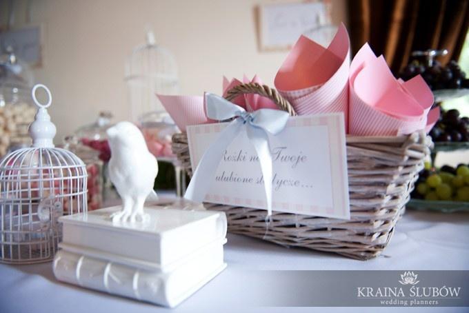 Pink sweet cornets / Rożki na słodkości / fot. Paulina Sztenkiel/Kraina Ślubów