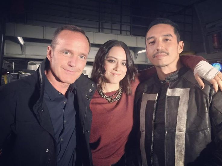 Favorite tweet by @AgentsofSHIELD They're a lot friendlier when Ghost Rider isn't trapped in a containment unit. #BTS on Marvel's #AgentsofSHIELD! (: @IamGabrielLuna) http://pic.twitter.com/tVCnhW8dPF Agents of SHIELD (@AgentsofSHIELD) November 8 2016