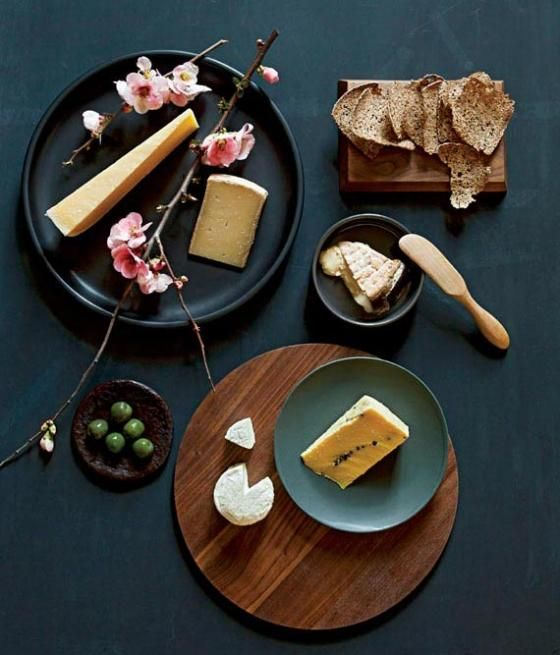Whether for dessert or as intermezzo, a nice cheese plate is always a good way to finish off that bottle of wine.Chees Breads, Cheese Plea, Perfect Cheese, Food Win, Chees Plates, Cheese Platters, Cheese Plates, Chees Platters, Cream Chees
