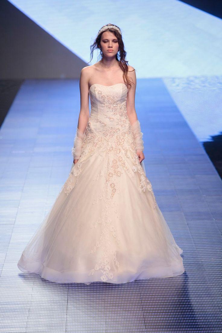 Fashion bride 2016 - Collection ALESSANDRARINAUDOLOOKBOOK. TOSCA ARAB16620. Wedding Dress Nicole.