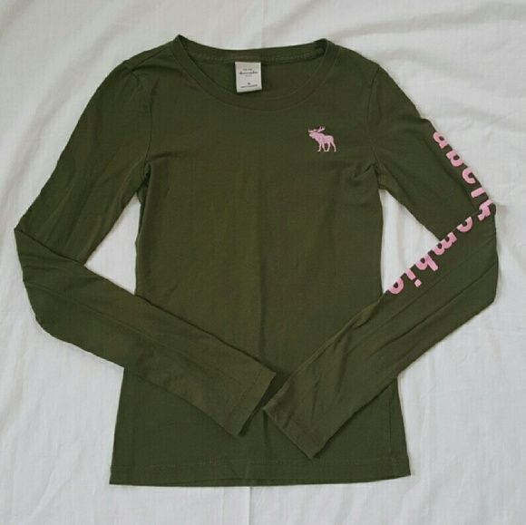 GIRLS Abercrombie Kids Green Top Cute Abercrombie Kids Forest Green Longsleeve Top in Great Condition with no Rips or Tears. Abercrombie & Fitch Shirts & Tops Tees - Long Sleeve