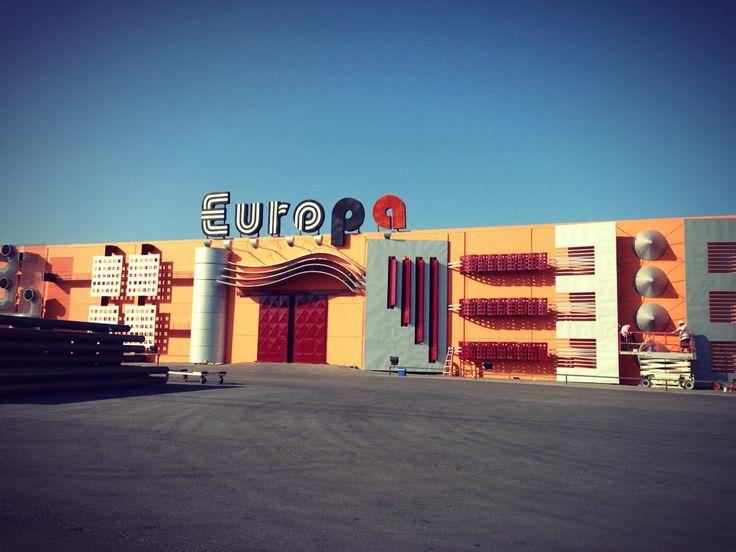 Maintenance and restoration work on Europa's premises!
