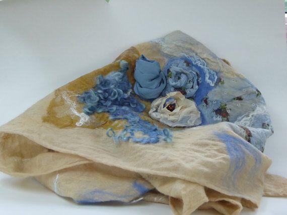 Wollen sjaal, handgemaakt nuno felt, wol en zijde.