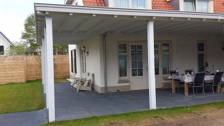 Royale extra leefruimte met veranda die de contouren van de woning volgt. Www.verandaservice.nl