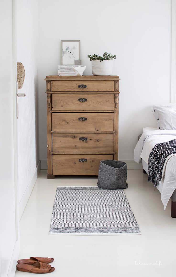 Pine drawers, grey rug, grey bucket basket